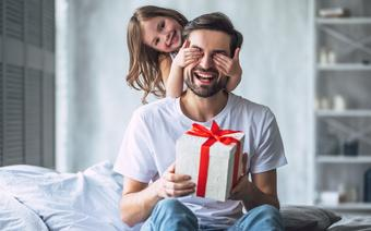 Dzień Ojca 2021. Jak i kiedy obchodzimy to święto w Polsce i za granicą?