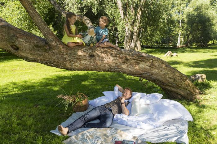 Lekkie i puszytse kołdry Wendre moga być alternatywą dla koca podczas pikniku czy długiej podróży samochodem
