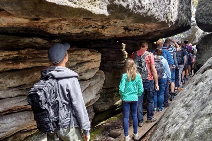 Błędne Skały to jedna z największych atrakcji Gór Stołowych. Każdego roku odwiedzają je tłumy turystów