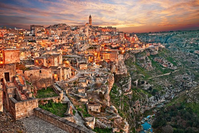 """Matera. We włoskim miasteczku zaczyna się kolejna filmowa opowieść  przygód Jamesa Bonda """"Nie czas umierać"""""""