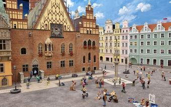 Kolejkowo – największa w Polsce makieta kolejowa. Przedstawia autentyczne budowle z terenu Górnego Śląska i Dolnego Śląska