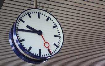 Zegar na dworcu kolejowym/zdjęcie ilustracyjne