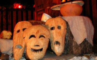 Maski karboszki związane z obrzędem Dziadów